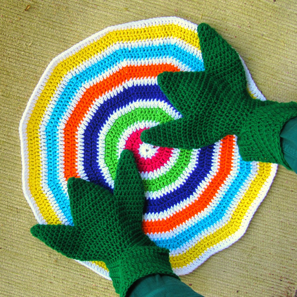 Frog Feet and Lollipop yarnbomb