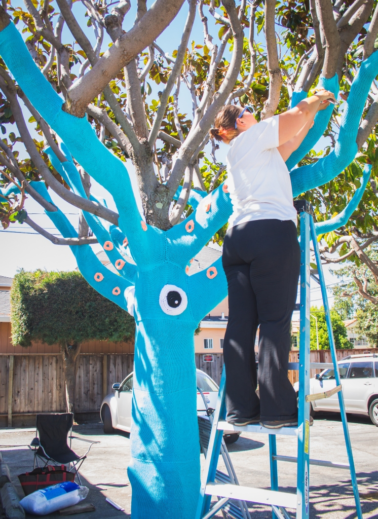 squid tree yarnbomb