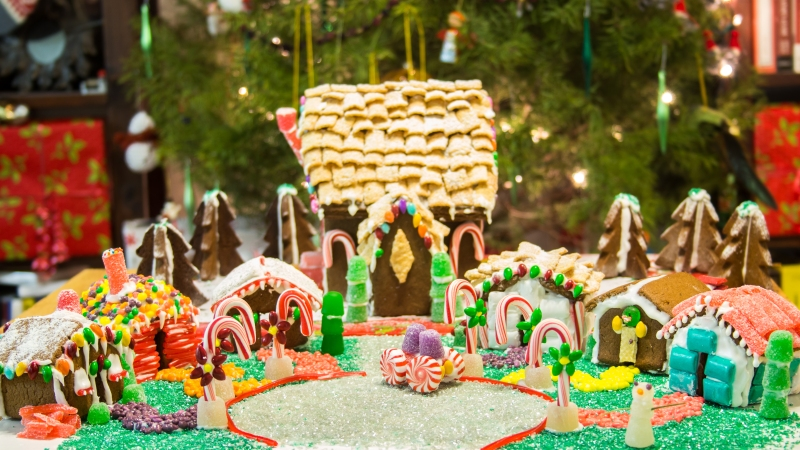 Holiday food fun: Knit pie & a gingerbread village