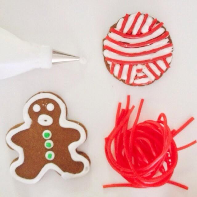 gingerbread yarn ball cookie