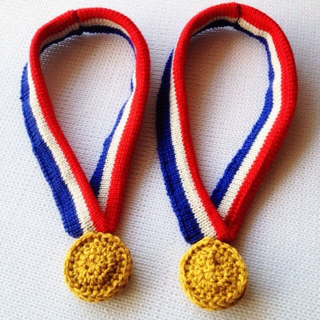 knit crochet window display winter olympics