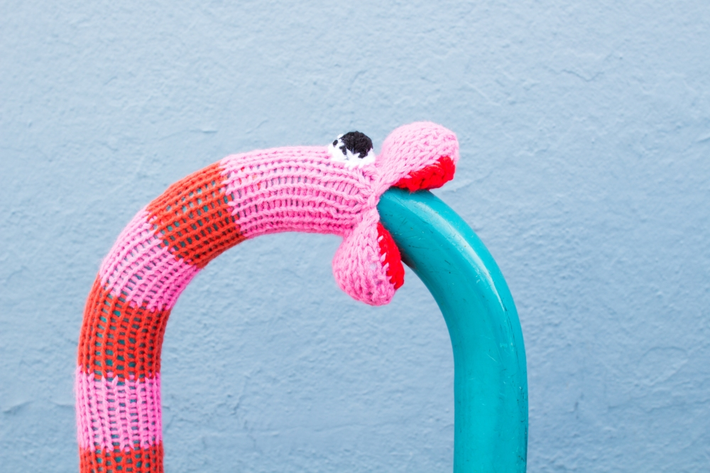 knit snake yarnbomb knitting pattern