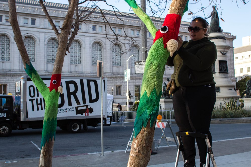knitting the commons parrot yarnbomb san francisco by knits for life